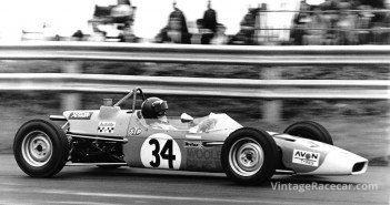 Gerry Birrell became a star driver for CrosslŽ in several categories, and here he is in the 16F Formula Ford.
