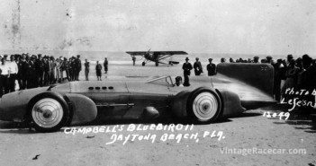 Malcolm Campbell drives his Napier-Campbell to a World Land Speed record of 256.086 mph (1931).