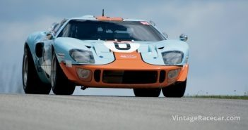 Mac McCombsÕ1968 Ford GT40 Mk1, crests the hill at Turn 2.