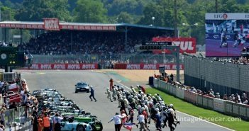 Classic Le Mans start, the run and jump for Plateau 1. 