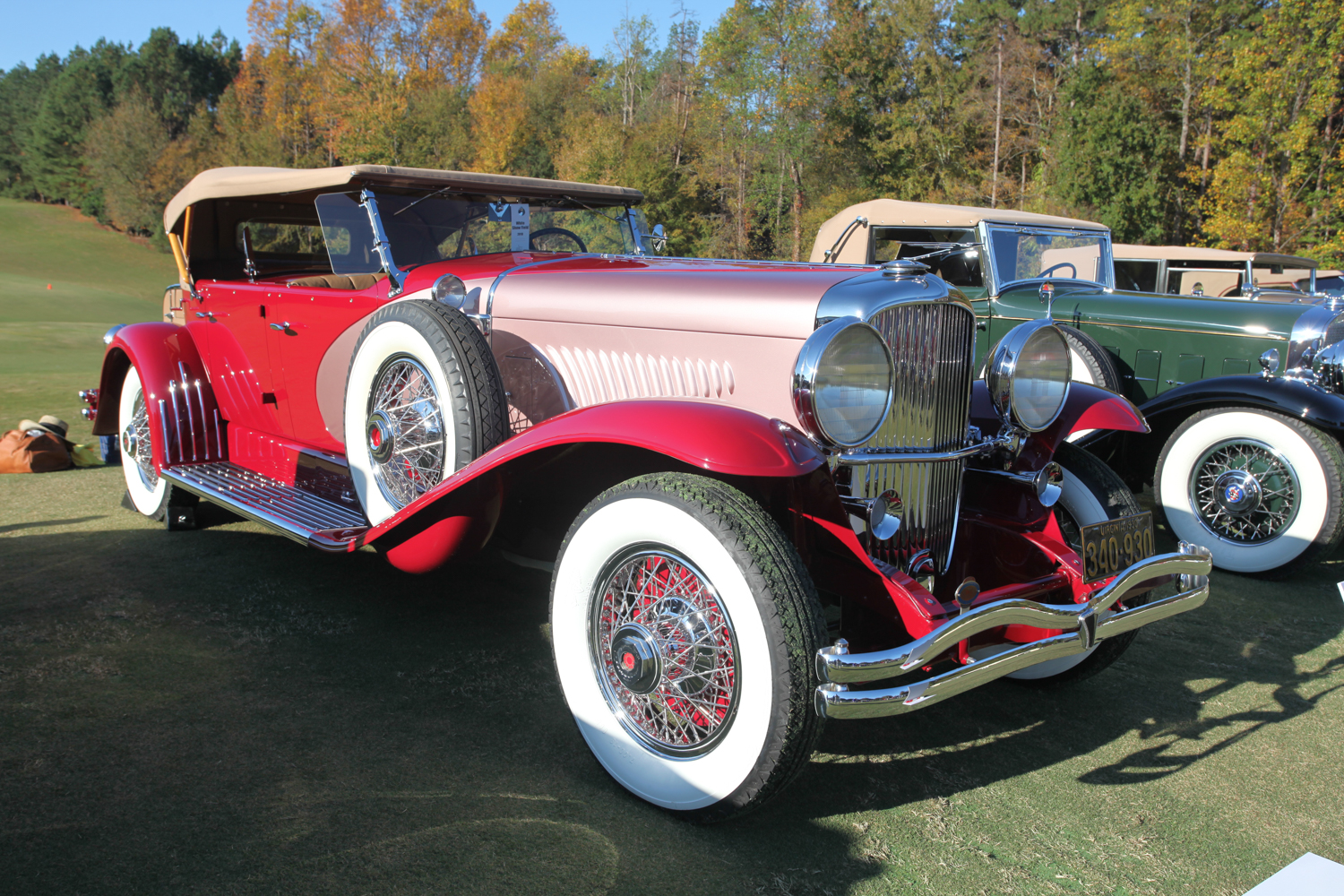 Interesting color combination on this 1930 Duesenberg LeGrande-bodied Dual Cowl Phaeton, but it works.