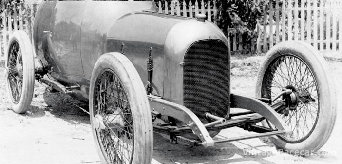 Barney Oldfield drives the ÒGolden SubÓ to four land speed records (1917).